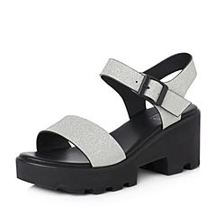 BASTO/百思图2018夏季专柜同款银色人造革休闲一字带女凉鞋DB501BL8