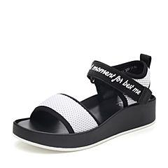 BASTO/百思图2018夏季专柜同款白色纺织品简?#23478;?#23383;带字母坡跟女凉鞋DB231BL8
