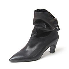 BASTO/百思图2018冬季黑色牛皮革尖头纯色粗跟女皮靴中筒靴AD358DZ8