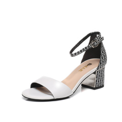 Belle/百丽夏专柜同款白/黑白羊皮粗跟一字型女凉鞋BLA39BL7