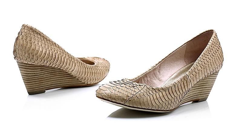 > millies/妙丽elle春季杏灰色蛇皮女单鞋ldk10d   闭合方式: 套脚