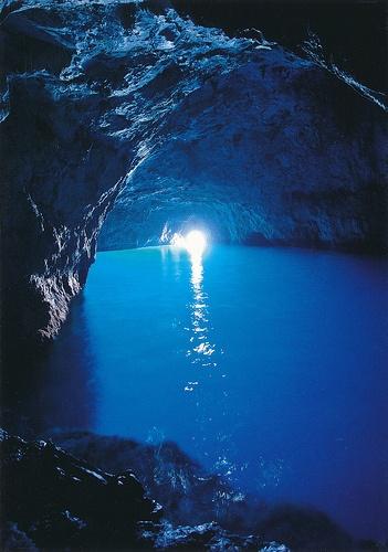 海岛夜景竖屏图片