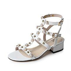 Tata/他她夏季白色羊皮珍珠铆钉时尚罗马鞋女凉鞋FHM01BL7